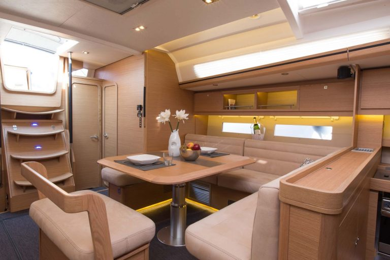 560 interior 2